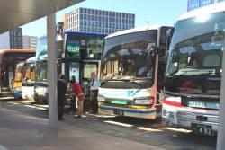 新幹線開業で貸し切りバスの利用が増えている(金沢駅の団体用バス乗り場)