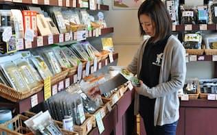 ガゴメ昆布の商品が並んだ専門店(函館市)