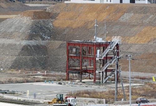 2031年までは宮城県が所有して保存することが決まった南三陸町防災対策庁舎。津波はこの高さ約12メートルの建物を超えた