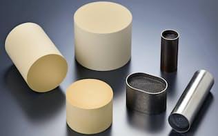 排ガス用触媒は四輪車や二輪車の排ガスに含まれるすすや窒素酸化物(NOx)を浄化する