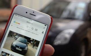 ドゥルームのサービスはネットで手付金を払い、店舗で実車を確認して残金を支払う(デリー近郊の中古車店)