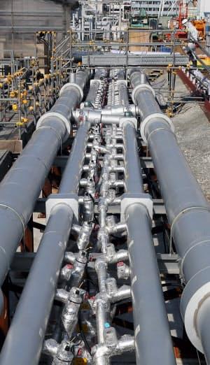 福島第1原発の凍土壁の冷却液を流す配管(9日)