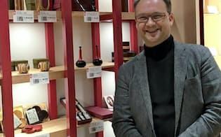 ニコラさんは外国人の視点から、日本の商品を紹介する