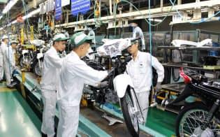カブとスクーターどちらも生産できるホンダベトナムの生産ライン(北部ビンフック省)
