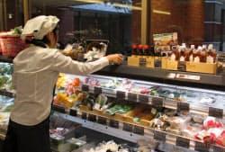 オイシックスは実店舗を展開し、ネット会員の誘致をはかる(東京都渋谷区にあるOisix恵比寿三越店)