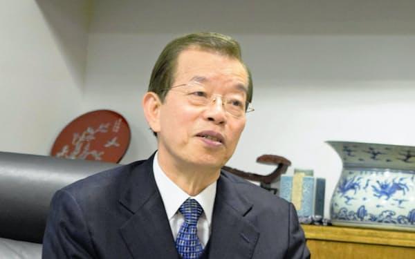謝長廷氏は鴻海精密工業によるシャープを買収に関し、「国際競争が激しくなるなか、台湾と日本の企業が協力するケースは一段と増える」と話す