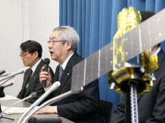 X線天文衛星「ひとみ」の運用断念を表明するJAXAの常田佐久理事・宇宙科学研究所長(28日、東京都千代田区)