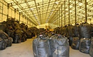 焼却施設に運び込まれてくる廃棄物の一時貯蔵施設