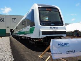 日立が現地で公開した米ハワイ州向け鉄道車両