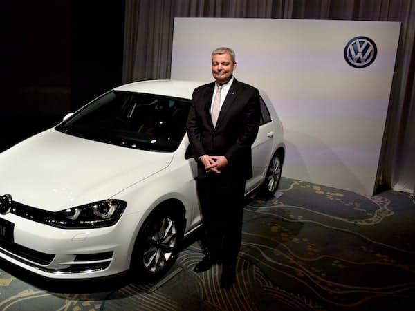 VWの最量販車種「ゴルフ」と日本法人のティル・シェア社長