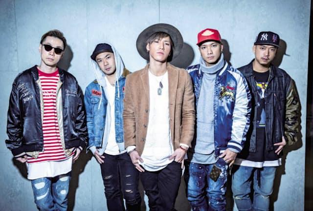 """ドーベルマン・インフィニティ 前身グループから活動するKUBO―C、GS、P―CHOは奈良県出身。SWAYは北海道、KAZUKIは岐阜県出身。2014年6月に結成。15年の1stシングル『SAY YEAH!!』はチャート3位を記録。Zeppツアーの追加公演である「DOBERMAN INFINITY LIVE TOUR 2016""""THE LINE""""~TO THE NEXT」はインテックス大阪と幕張メッセで全4公演。"""