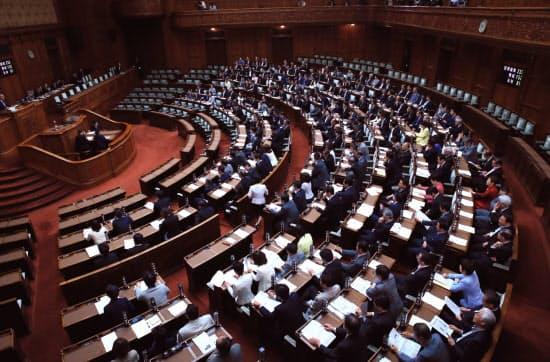 衆院選挙制度改革関連法が与党などの賛成多数で可決、成立した参院本会議(20日午前)