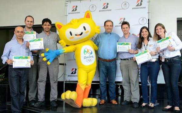 ブリヂストンは今夏、ブラジルの従業員が聖火リレーに参加しリオ五輪を盛り上げる
