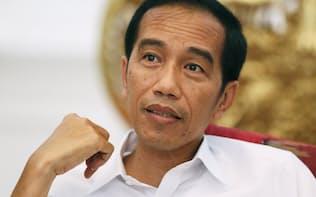 単独インタビューに答えるインドネシアのジョコ・ウィドド大統領(24日、ジャカルタ)=写真 浅原敬一郎