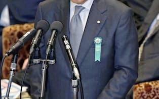 衆院予算委で東京五輪招致疑惑について答弁するJOCの竹田会長=共同