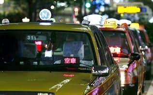 JR東京駅前に並ぶタクシー(5日午後、東京・八重洲)
