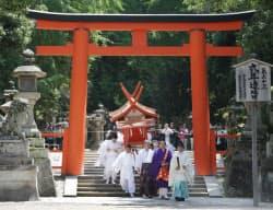 笠置寺に移される春日大社摂社の本宮神社旧社殿(5月23日、奈良市)