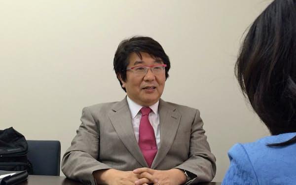 1986年金沢大医学部卒。東京大学医学系大学院(医学博士)、米スタンフォード大客員研究員、ハーバード大フェローを経て現職。
