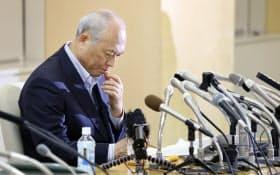 政治資金流用疑惑について弁護士による調査結果を公表する舛添都知事(6日午後、都庁)
