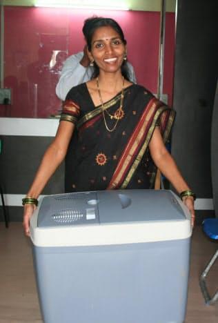 小さな容量で動く安い簡易型冷蔵庫はインドで話題になった(ゴドレジが開発した冷蔵庫「チョットクール」)
