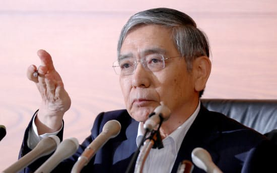 金融政策決定会合後、記者会見する日銀の黒田総裁(6月16日、日銀本店)