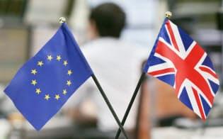 英国とEUの旗(24日)