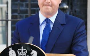 記者会見で辞意を表明するキャメロン英首相(24日午前、ロンドン)=写真 小林健