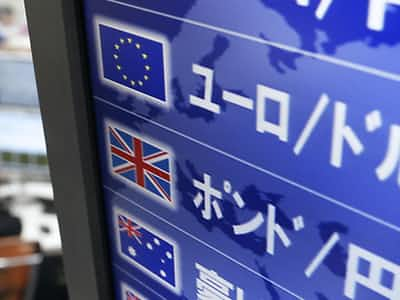 円安招くユーロ安 欧州の正常化期待後退で