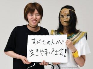 中島紗苗(左、19)特殊メークを学ぶ専門学校生、兵庫県加古川市在住