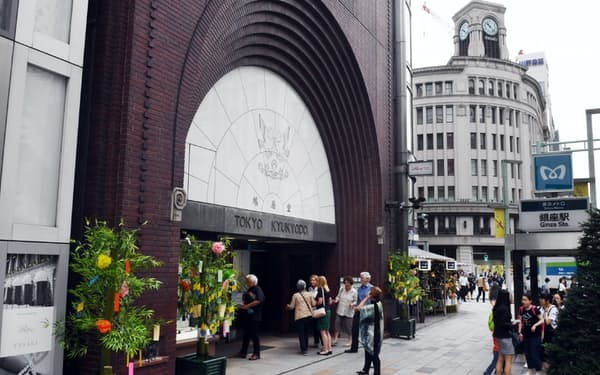 31年連続で路線価日本一となった鳩居堂前(東京・銀座)