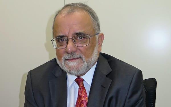「脆弱なガバナンスと宗派主義がテロ抑止にとってのリスク要因」と話すアハメド・ラシッド氏(都内で)