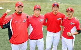 監督推薦で出場が決まった広島の(左から)中崎、野村、鈴木、菊池=共同
