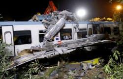 12日、イタリア南部プーリア州でローカル線の列車同士が正面衝突した=ロイター