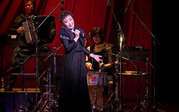 加藤は東大在学中の1965年、第2回日本アマチュアシャンソンコンクールで優勝したのを機に歌手デビューした=写真 ヒダキトモコ