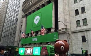 LINEカラーに飾られたニューヨーク証券取引所(14日)