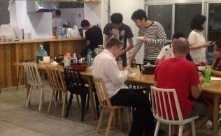 新入居者の歓迎パーティーを定期的に催す(東京都昭島市のソーシャルレジデンス福生拝島)