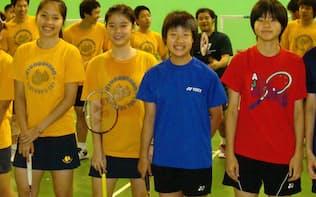奥原(右から2人目)は高校時代からタイのラチャノック(左端)らとしのぎを削ってきた
