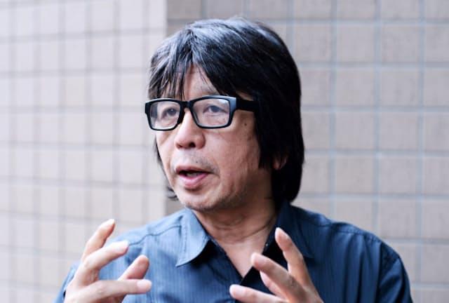 もり・たつや TVディレクターとして活動後、1998年にオウム真理教を追ったドキュメンタリー「A」、2002年に「A2」を公開。著書に「放送禁止歌」「下山事件」など。明治大学特任教授。60歳。