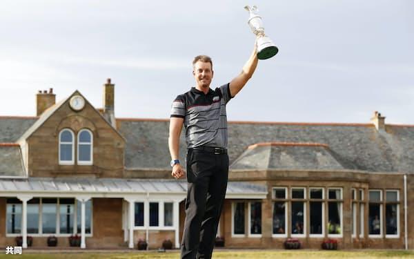 男子ゴルフの全英オープン選手権で、メジャー初優勝を決めたヘンリク・ステンソン(17日、ロイヤルトルーンGC)=共同