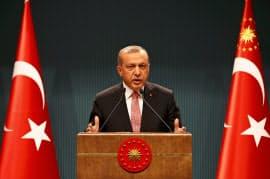 20日、記者会見するエルドアン大統領(トルコ・アンカラ)=ロイター
