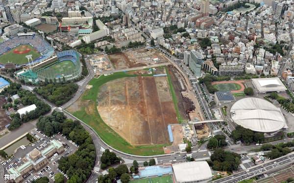 2020年東京五輪の開幕まで24日で4年となる新国立競技場の建設予定地(中央)=共同