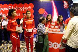 ウーレドゥーが5月に始めた4Gサービスの発表会(ヤンゴン)