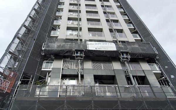 大規模修繕工事中のマンション(長谷工リフォーム提供)