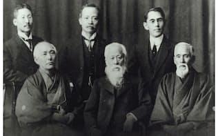 大倉和親(後列右)は日本陶器と東洋陶器、日本碍子の初代社長を歴任した(前列中央が森村市左衛門、前列左が和親の父・孫兵衛)