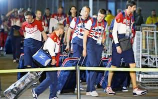 リオデジャネイロの選手村に到着したロシア選手団=共同