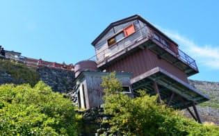 富士山の登山道沿いにある山小屋の別棟が景観に影響(山梨側登山道)