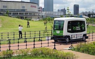 イオンモール幕張新都心に隣接する公園で8月1日から始まった自動運転バスのサービス
