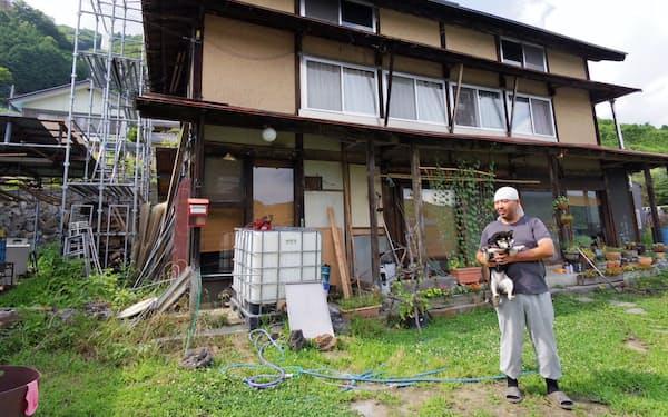 山梨市の空き家バンクを使って移住した網倉氏は自らの手で古民家を改修してきた
