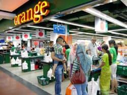 イオンは現地スーパーの「オレンジ」と組みミャンマーで小売事業を始めた(ヤンゴン市)
