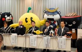 会見には岩手・宮城の知事や福島・熊本県の幹部が出席した(10日、東京都千代田区)
